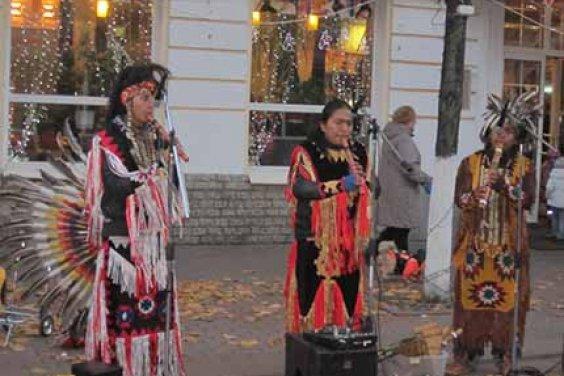 Индейцы в городе Твери
