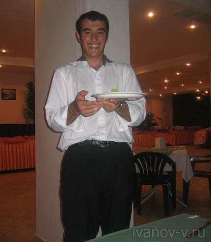 улыбка официанта в Турции