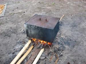 Закрытую коптилку ставим на хороший огонь