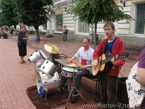 музыканты на улице Трехсвятской в Твери