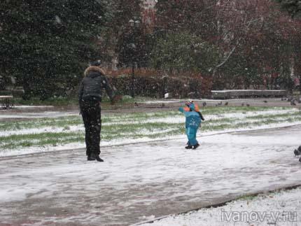выпавший в Твери первый снег порадовал многих