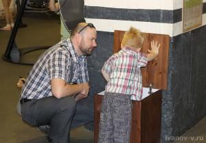 папа с сыном в Экспериментаниуме