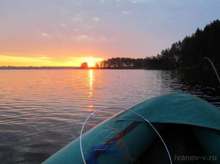 рыбалка на озере Волго на рассвете