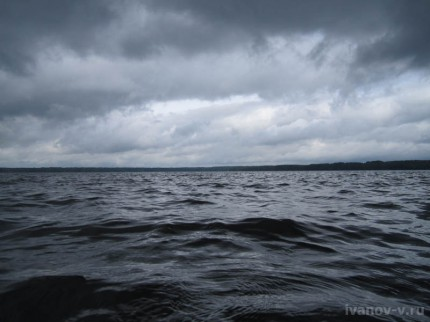 ветер и дождь на озере Волго