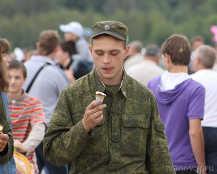 солдат и мороженое