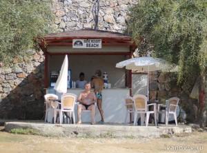 Отель Aska Buse Resort - бар на пляже