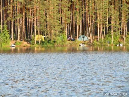 на берегу озера Волго