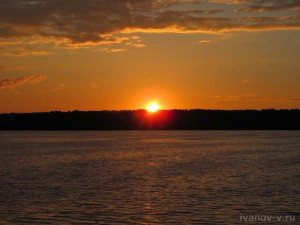 солнце заходит на озере Вого