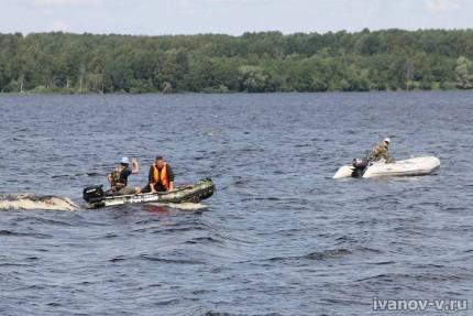 лодки на озере Волго