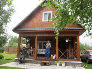 деревянный домик на даче