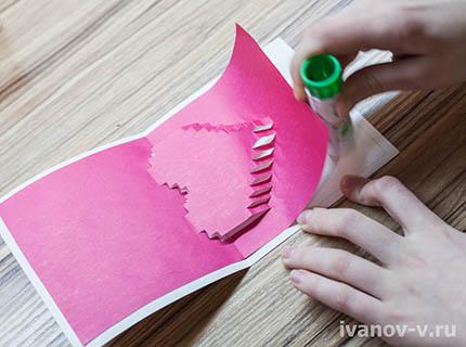 окончаниение процесса изготовления объемной валентинки