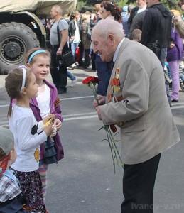 9 мая дети поздавляют ветерана