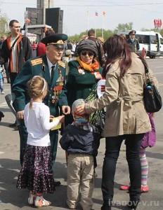 цветы и открытки для ветеранов