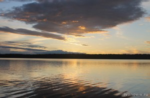заход солнца на озере Волго