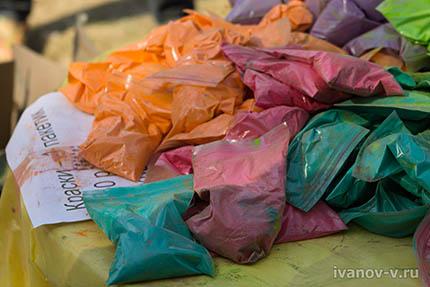 пакетики краски Холи