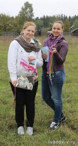 девушки волонтеры на празднике Новолетие