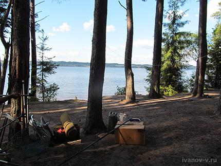 стоянка на берегу озера Волго