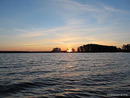 восход солнца на озере Волго
