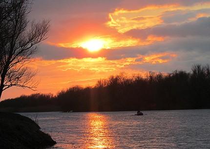 весенним вечером на реке Бузан