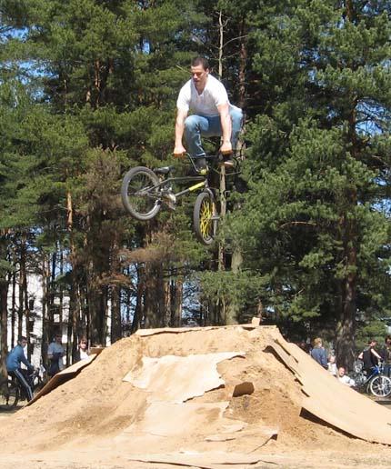 прыжки на велосипедах