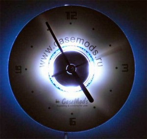 Часы с подсветкой из диска CD