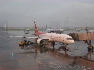 Готовят к вылету наш самолет