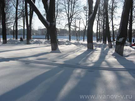 парк на набережной Афанасия Никитина зимой