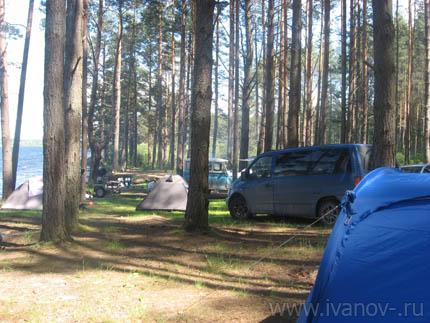 туристы на озере Волго