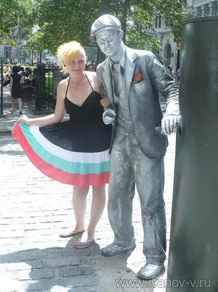 """""""живая статуя"""" в Нью-Йорке"""