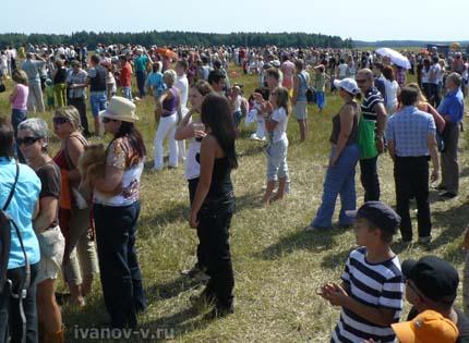 Зрители фестиваля воздухоплавания