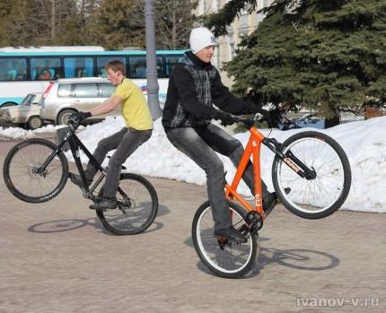 весна и велосипедисты
