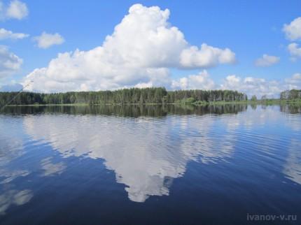 облака на озере Волго