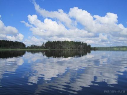 красивые облака на озере Волго