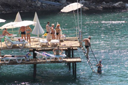 Отель Aska Buse Resort - мостки в море