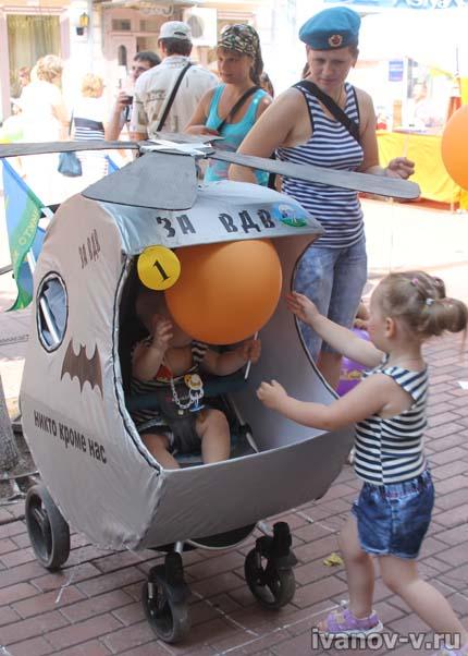 интересная детская коляска - вертолет