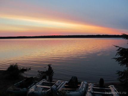 закат на озере Волго