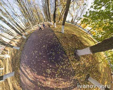 осенью в сквере на набережной Афанасия Никитина