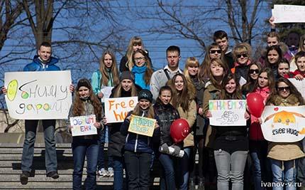 участники флешмоба в Заволжском районе