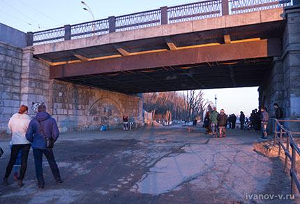 концерт под мостом через Волгу